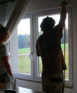 Pokud chcete zároveň se zastíněním střešních oken vyřešit i zastínění oken fasádních - žádný problém. I takové věci děláme.