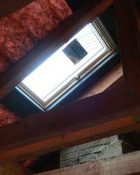 Kromě střešních oken montujeme i střešní výlezy